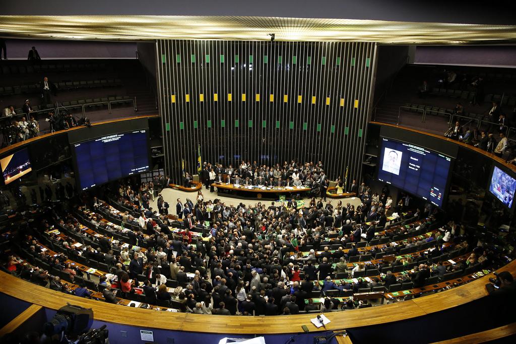 O Brasil terá que viver até 2019 com um congresso assolado por denúncias de corrupção?